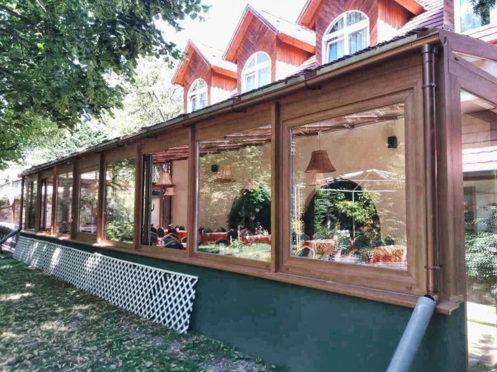 Étterem terasz beépítés